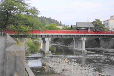 高山の中橋